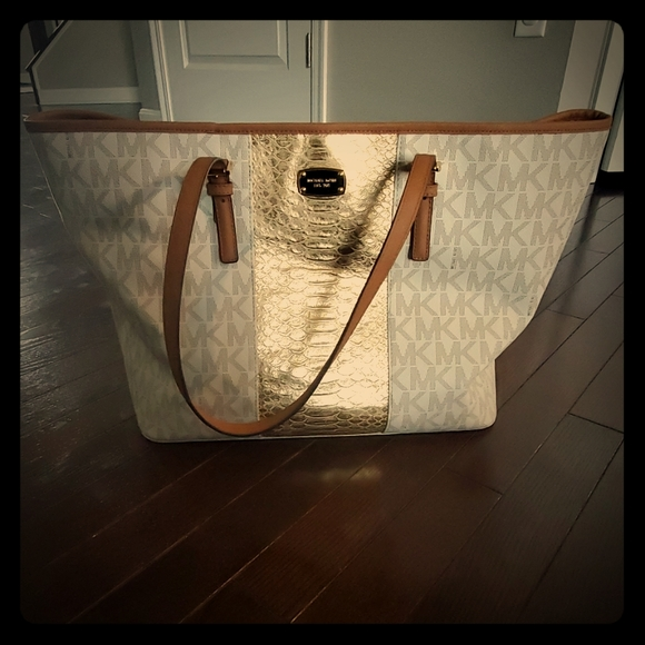 Michael Kors Handbags - Michael Kors Large Tote Purse